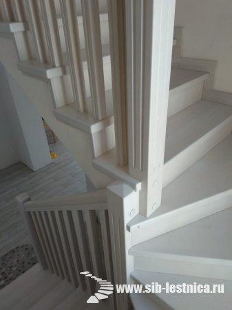Белая лестница в интерьере дома!