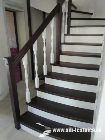 Деревянная лестница из массива березы